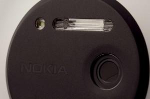 Две вспышки Nokia Lumia 1020